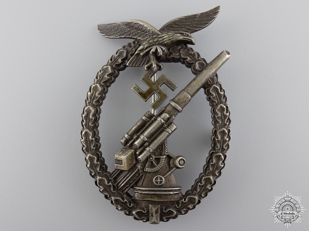 eMedals-An Early Luftwaffe Flak Badge; Unmarked