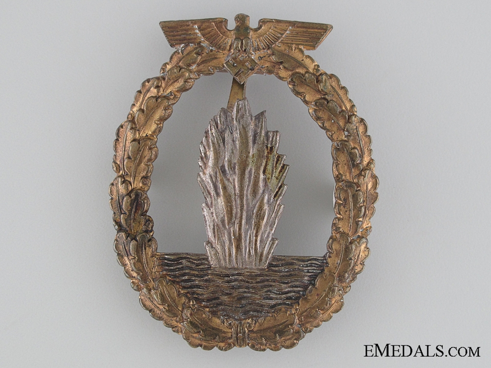 eMedals-An Early War Kreigsmarine Minesweeper War Badge