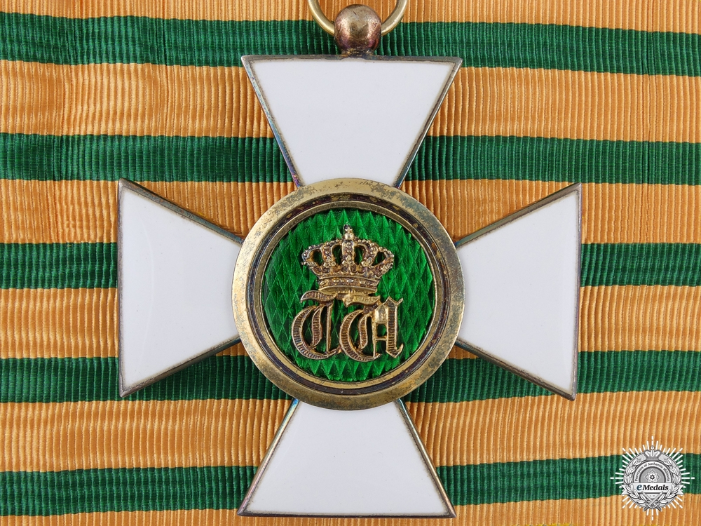 eMedals-Luxembourg. An Order of the Oak Crown; Commander's Badge