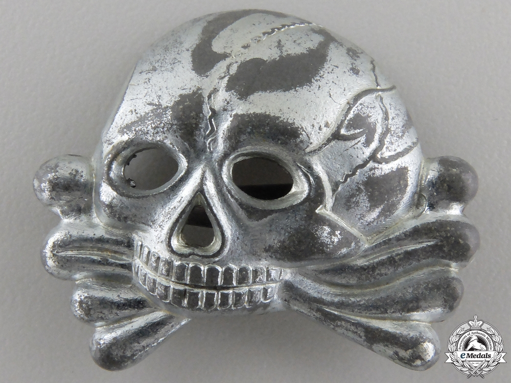 eMedals-An SS Skull; First Model for Visor Cap