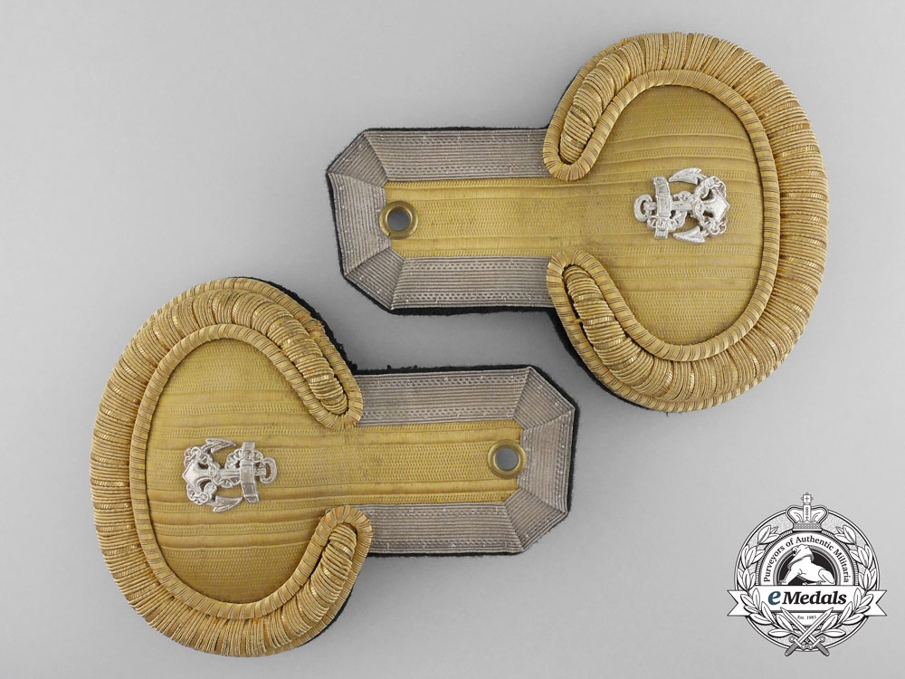 eMedals-A Set of Kriegsmarine Leutnant Zur See Epaulettes with Carrier