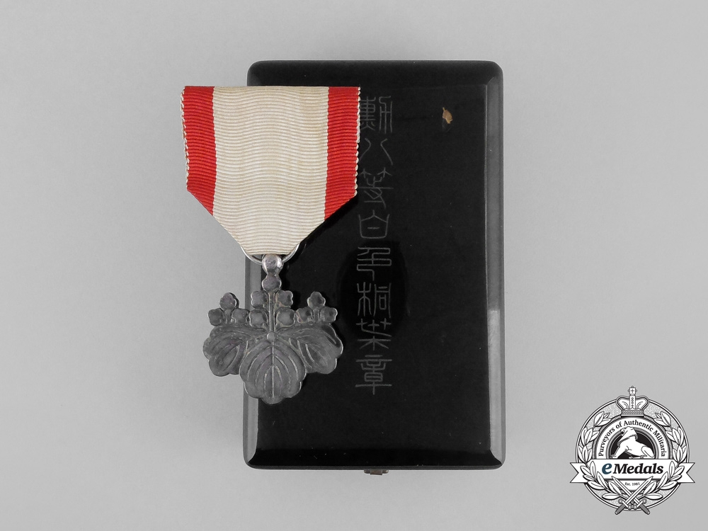 eMedals-A Japanese Order of the Rising Sun; 8th Class with Case