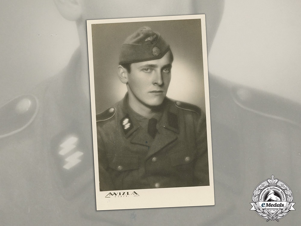 eMedals-Germany. A Wartime Photograph of an SS Man