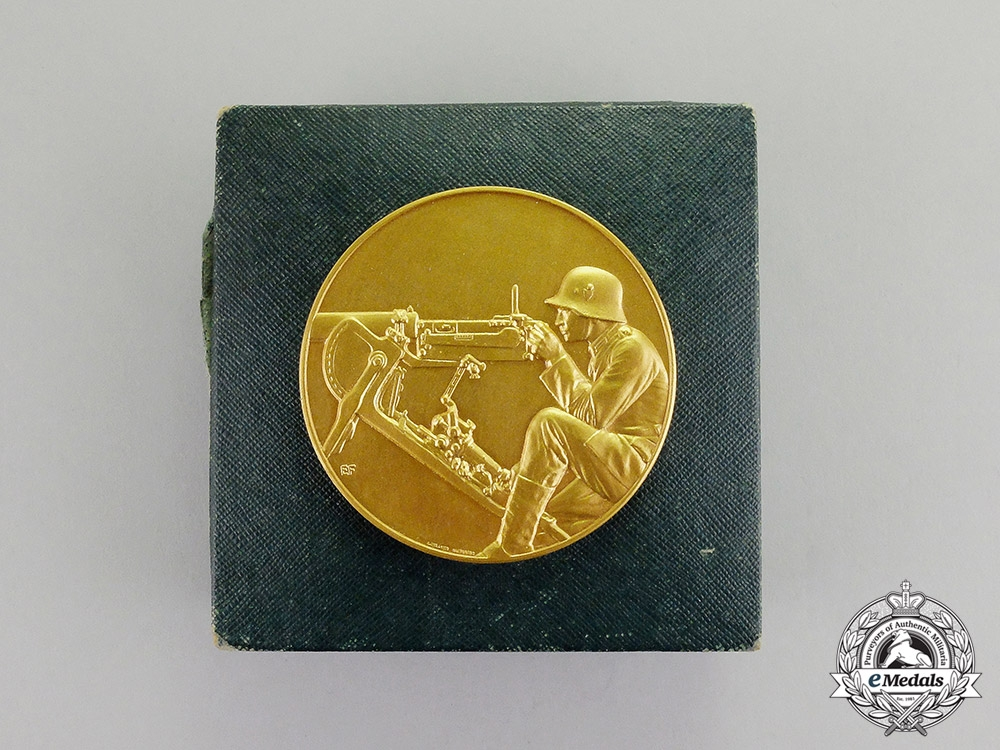 eMedals-Germany. A 1933 MG Proficiency First Prize Table Medal of the 8th Infantry Reg. 12 MG Komp