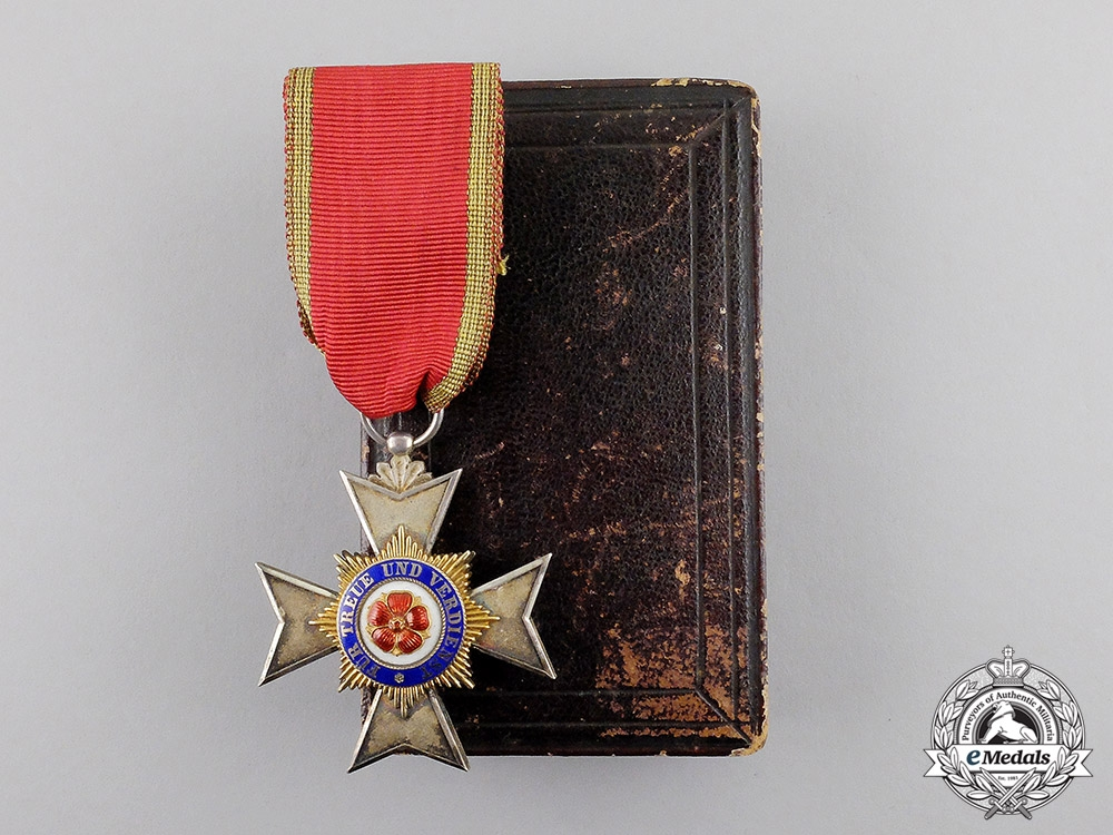 eMedals-Lippe. An 1913-1918 Princly Schaumburg-Lippe Houseorder Cross Fourth Class by Godet
