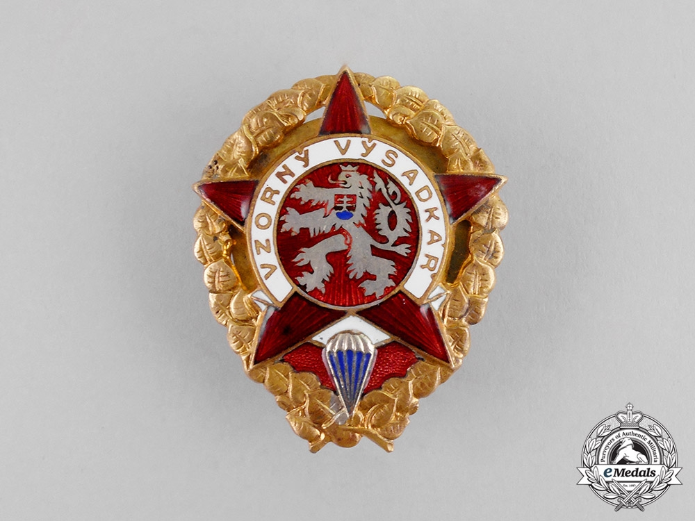 eMedals-  Czechoslovakia. An Air Force Exemplary Paratrooper Badge