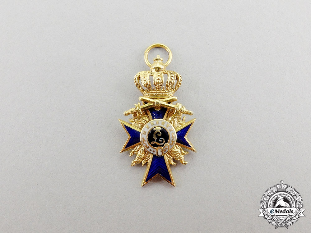 eMedals-Bavaria. A Miniature Order of Military Merit, Officer's Cross in Gold with Flames