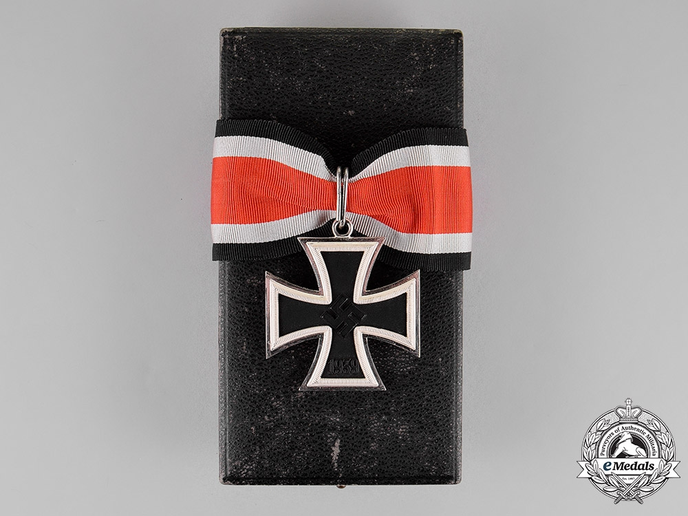 eMedals-Germany. A Knight's Cross of the Iron Cross, by Steinhauer & Lück, with Case