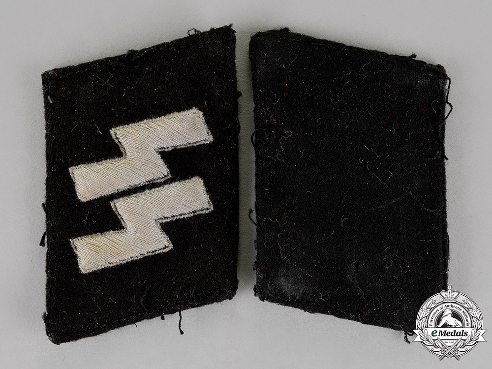 eMedals-Germany. A Pair of Waffe-SS SS Mann's Collar Tabs, Type 3 (1940-45)