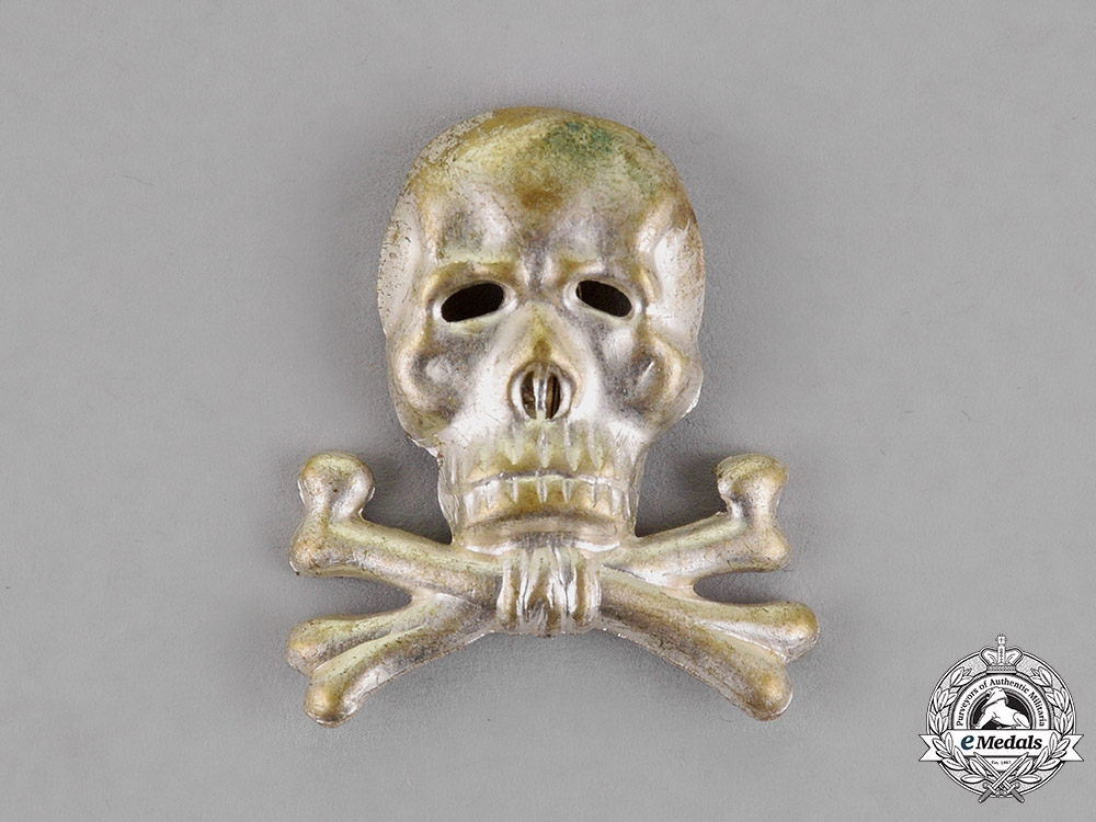 eMedals-Germany. A Braunschweiger Totenkopf Officer's Cap Insignia for the Infantry Regiment Nr. 92/Hussars Nr. 17