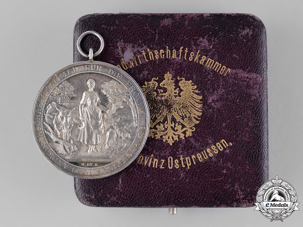 eMedals-Prussia, State. A Cased Medal for Long Years of Loyal Service from the Chamber of Agriculture