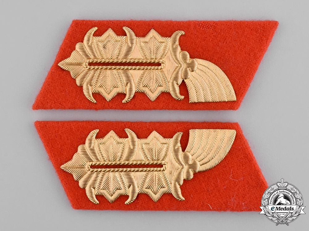 eMedals-Germany, DDR. A Set of East German General Collar Tabs