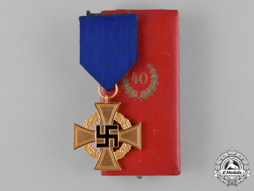 eMedals-Germany, NSDAP. A Cased 40-Year Faithful Service Cross, by Deschler & Sohn