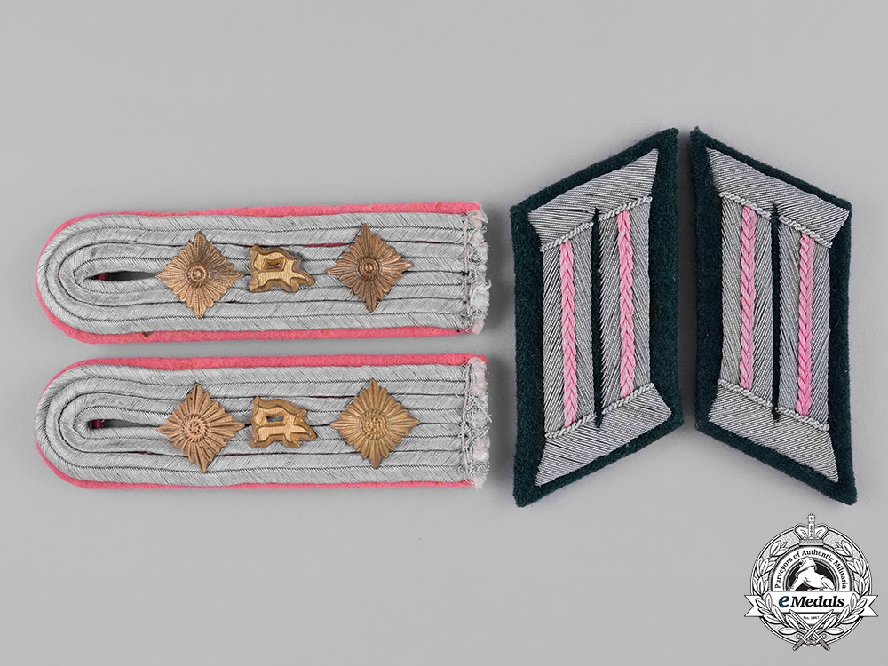 eMedals-Germany, Heer. A Set of Hauptmann Panzerjäger Shoulder Boards and Collar Tabs