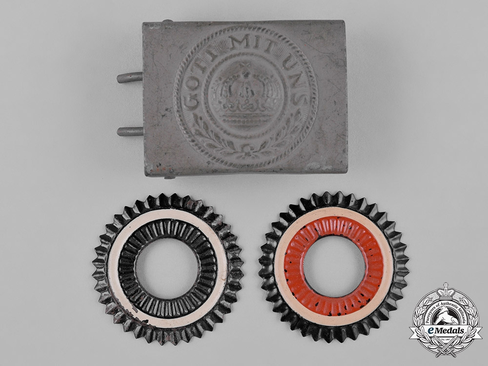 eMedals-Germany, Imperial. A Belt Buckle & Two Cockades, c.1916
