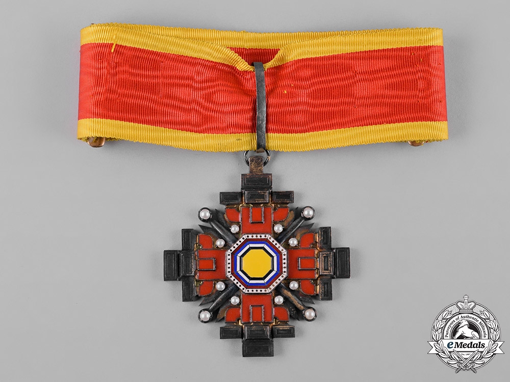 eMedals-China, Manchukuo, Japanese Occupation. An Order of the Pillars of State, III Class Commander, c.1940