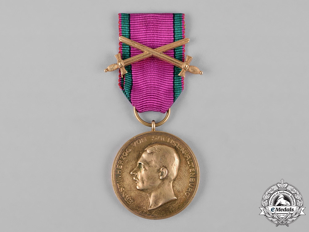eMedals-Saxe-Altenburg, Duchy. A House Order Merit Medal, Gold Grade, with Swords, c.1914