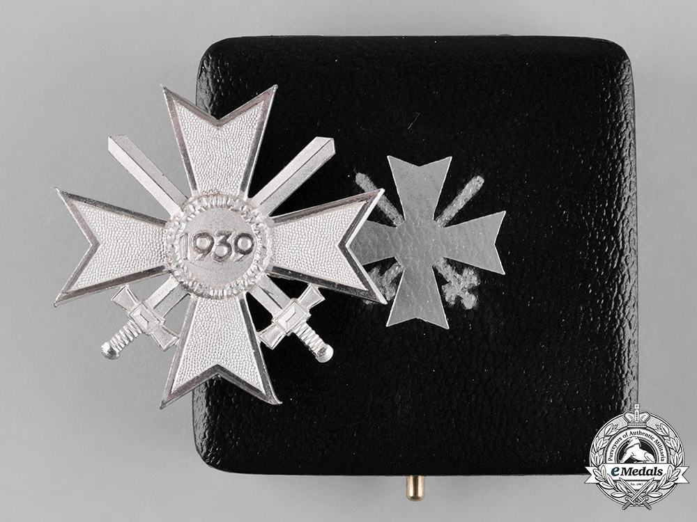 eMedals-Germany, Wehrmacht. A Cased War Merit Cross, I Class with Swords, 1957 Issue
