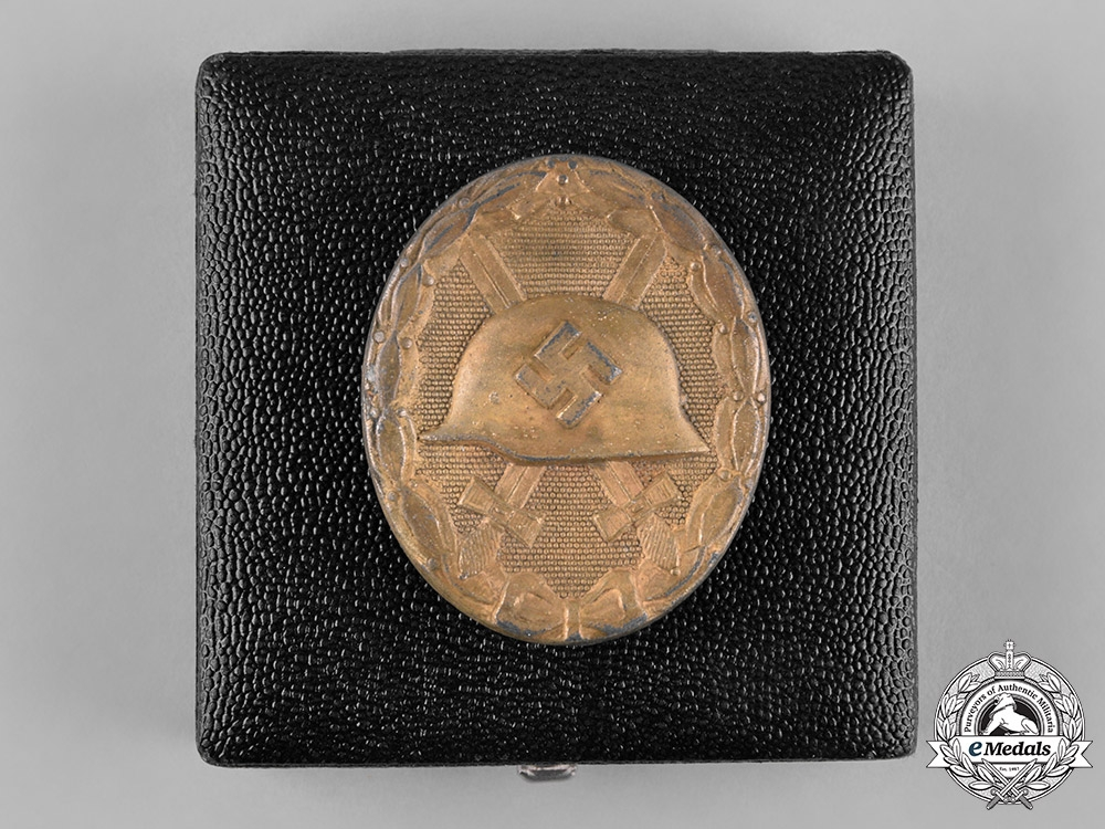 eMedals-Germany, Wehrmacht. A Cased Wound Badge, Gold Grade, by Wilhelm Deumer