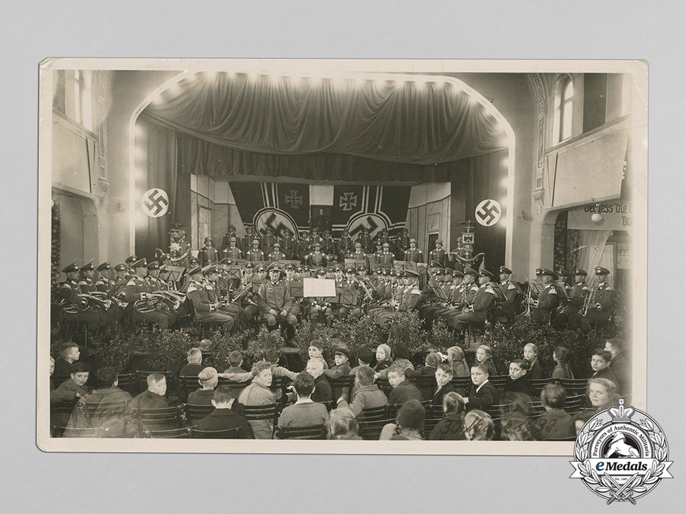 eMedals-Germany, Heer. A Large 1938 Photo of Heer Musicians Performing Concert