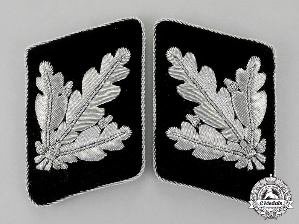 eMedals-Germany. A Set of Mint SS-Brigadeführer Rank Collar Tabs; Second Pattern