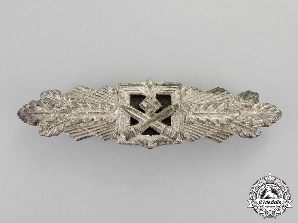 eMedals- Germany. A Silver Grade Close Combat Clasp by C. E. Juncker of Berlin; Full-Wing Version