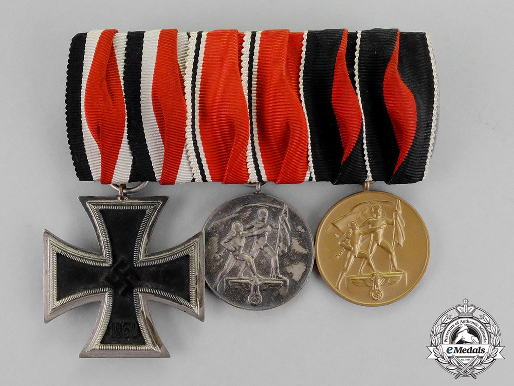 eMedals-Germany. An EK2 Medal Bar with Three Medals, Awards, and Decorations