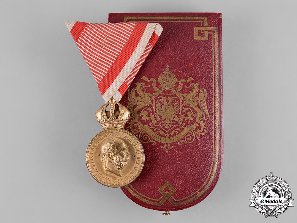 eMedals-Austria, Imperial. A Military Merit Medal in Bronze, with Case, by C.F. Rothe & Neffe