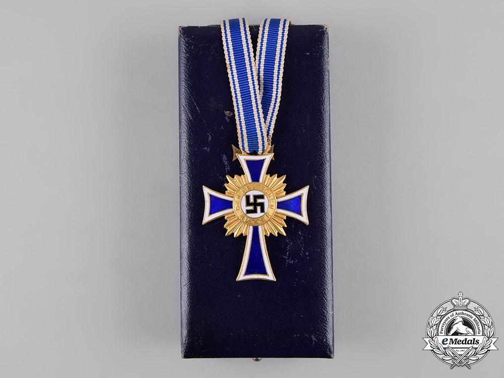 eMedals-Germany, Third Reich. A Cased Honour Cross of the German Mother in Gold by Hans Gnad