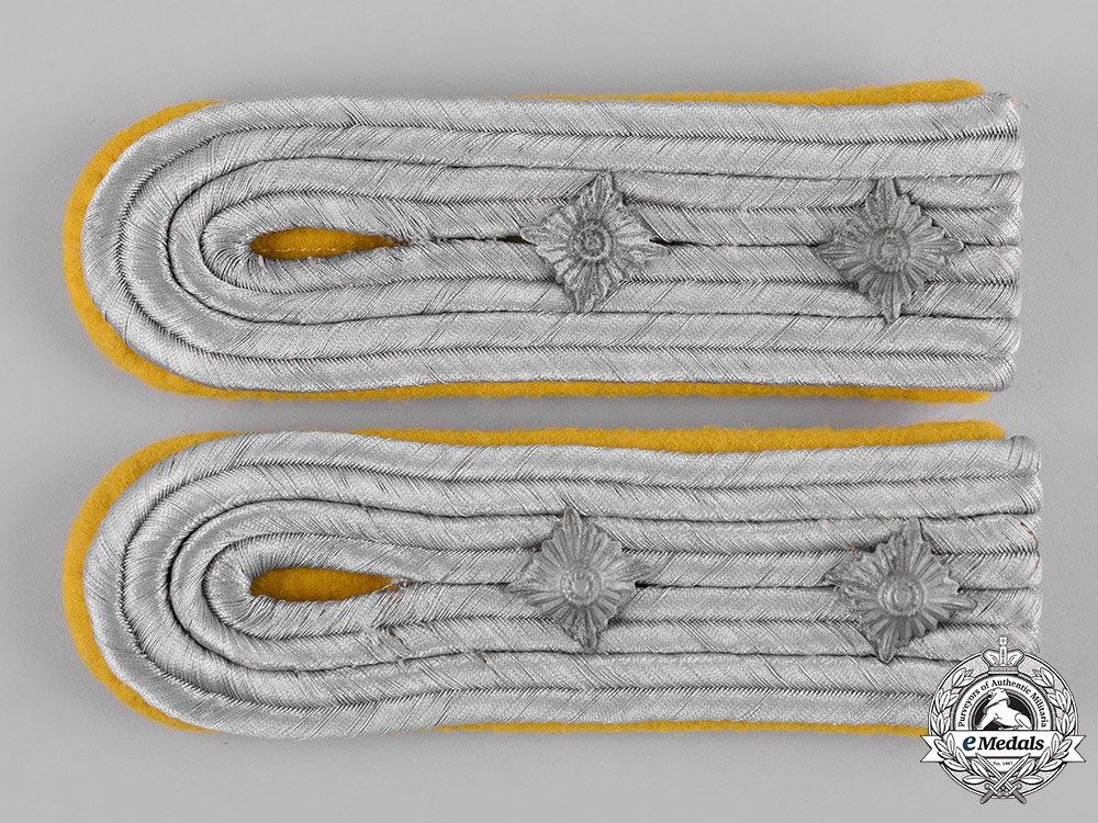 eMedals-Germany, Heer. A Pair of Heer (Army) Signals Hauptmann Shoulder Boards