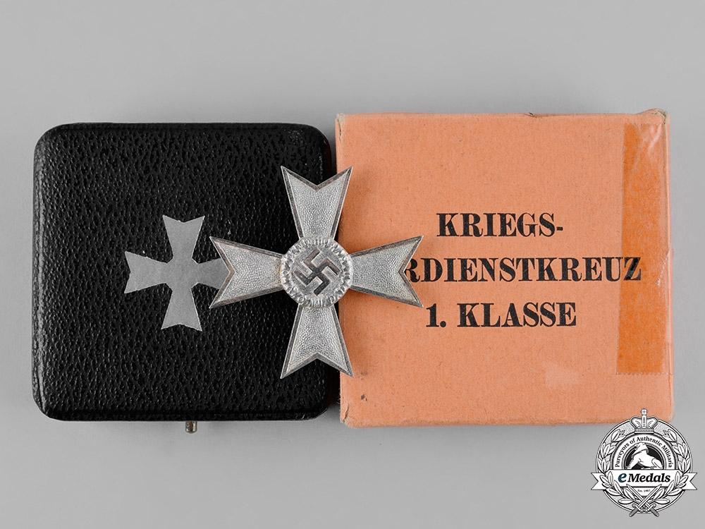 eMedals-Germany, Wehrmacht. A War Merit Cross, I Class, with Case, by Deschler & Sohn