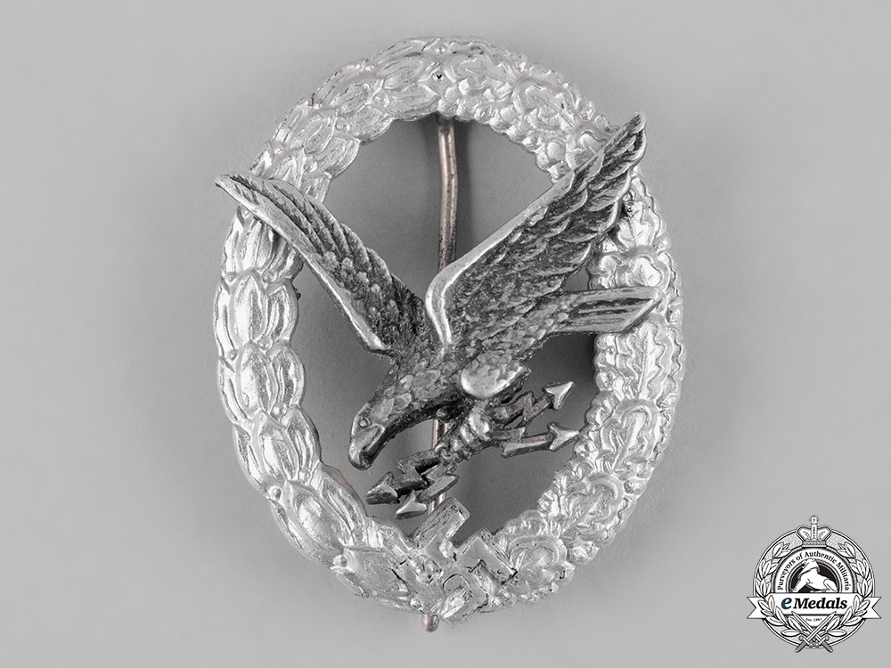 eMedals-Germany, Luftwaffe. A Radio Operator Badge by F.W. Assmann & Söhne