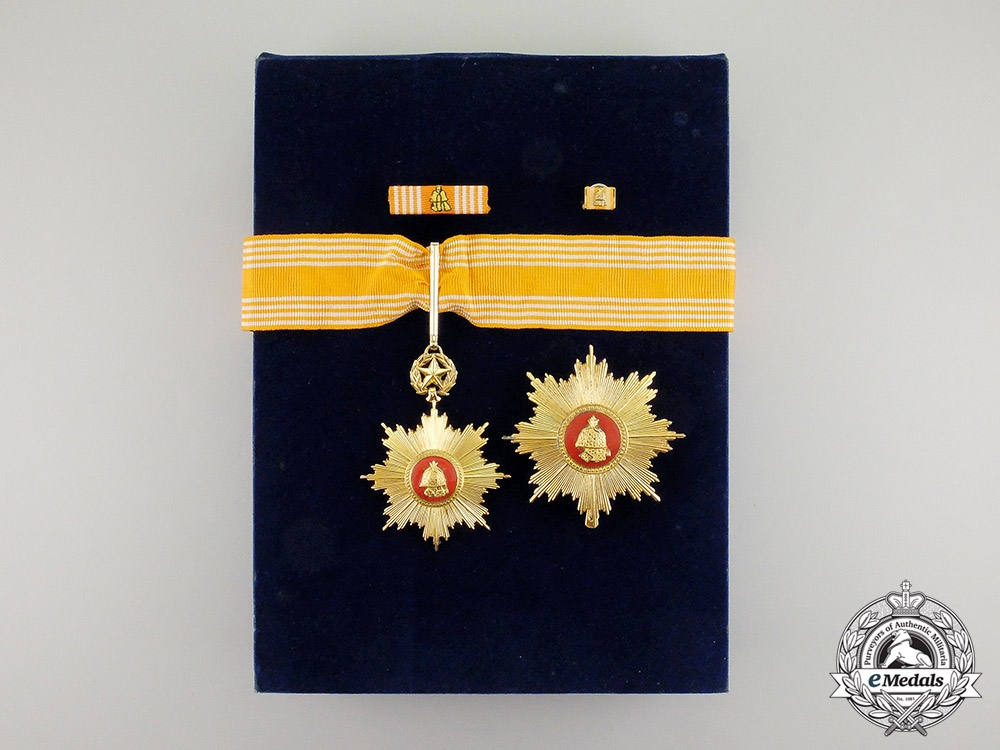 eMedals-Korea. An Order of Military Merit, 2nd Class Set, Type II, c.1970