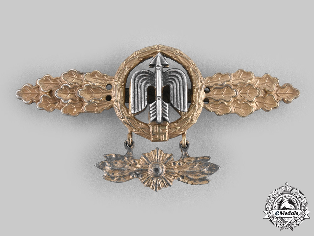 eMedals-Germany, Luftwaffe. A Short-Range Day Fighter Squadron Clasp, Gold Grade with Hanger