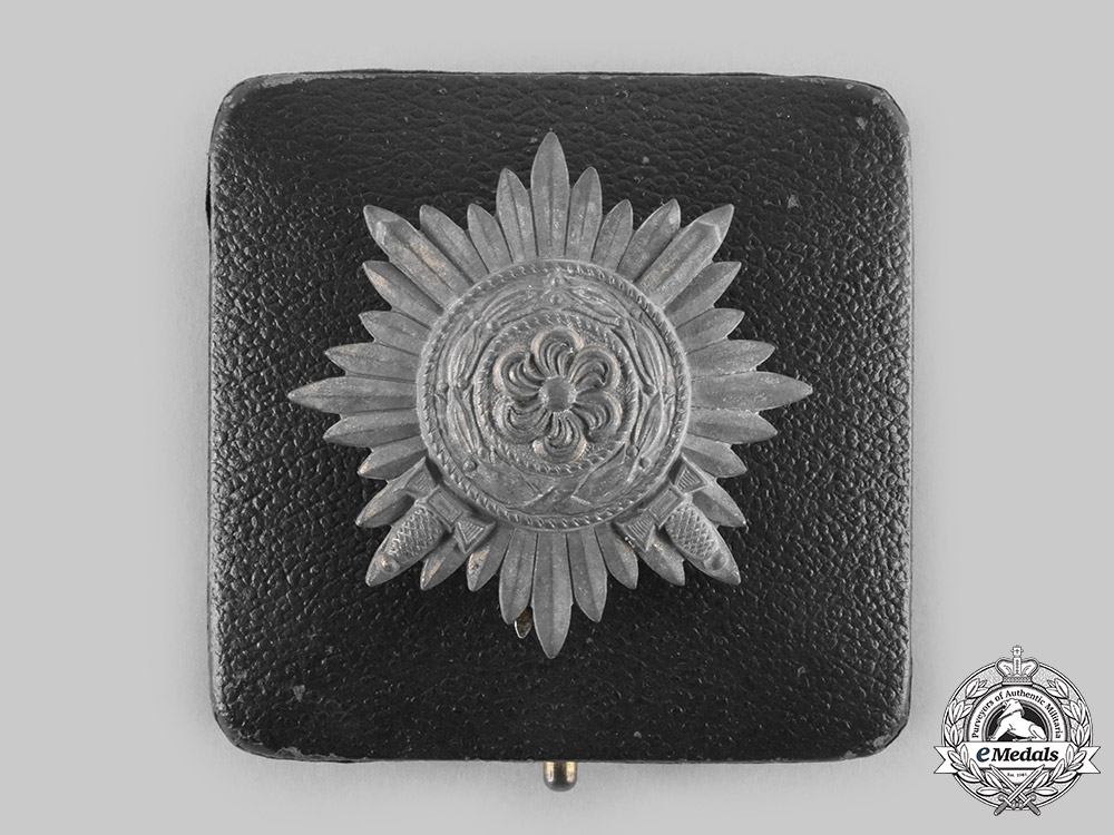 eMedals-Germany, Wehrmacht. An Eastern People's Medal, I Class in Gold with Swords and Case, by Wächtler & Lange