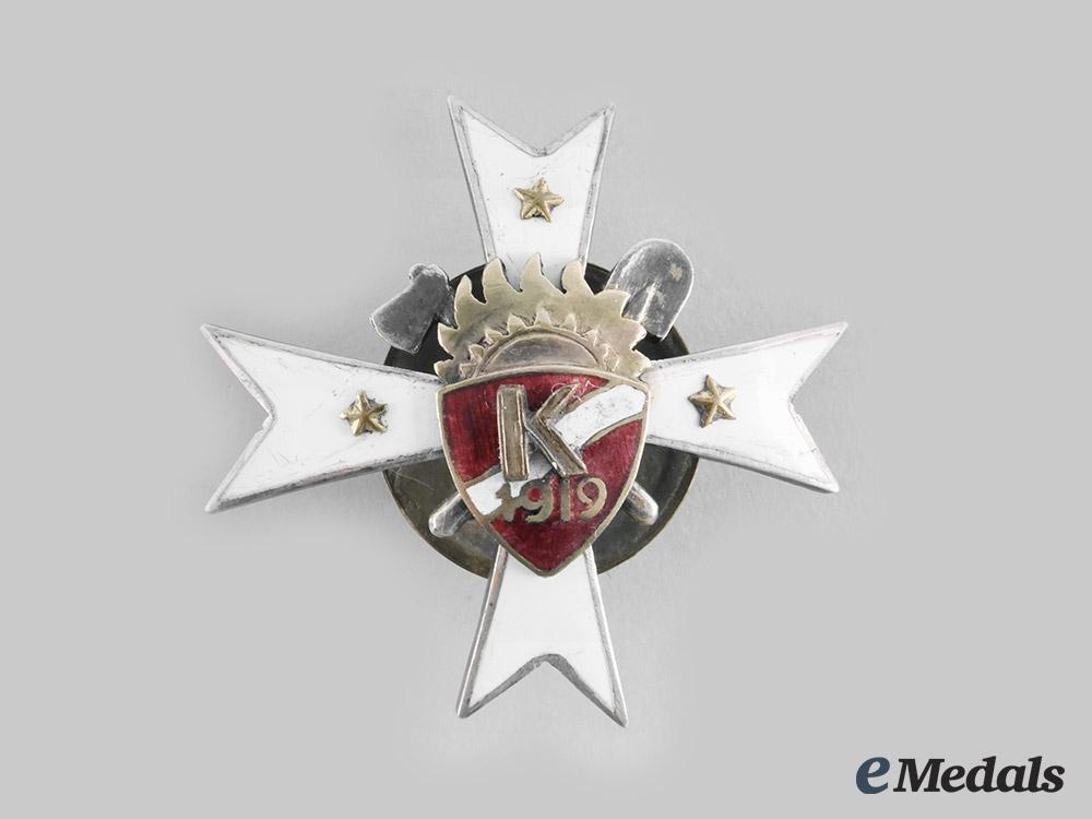 eMedals-Latvia, Republic. A Sapper Regiment Badge, c.1919