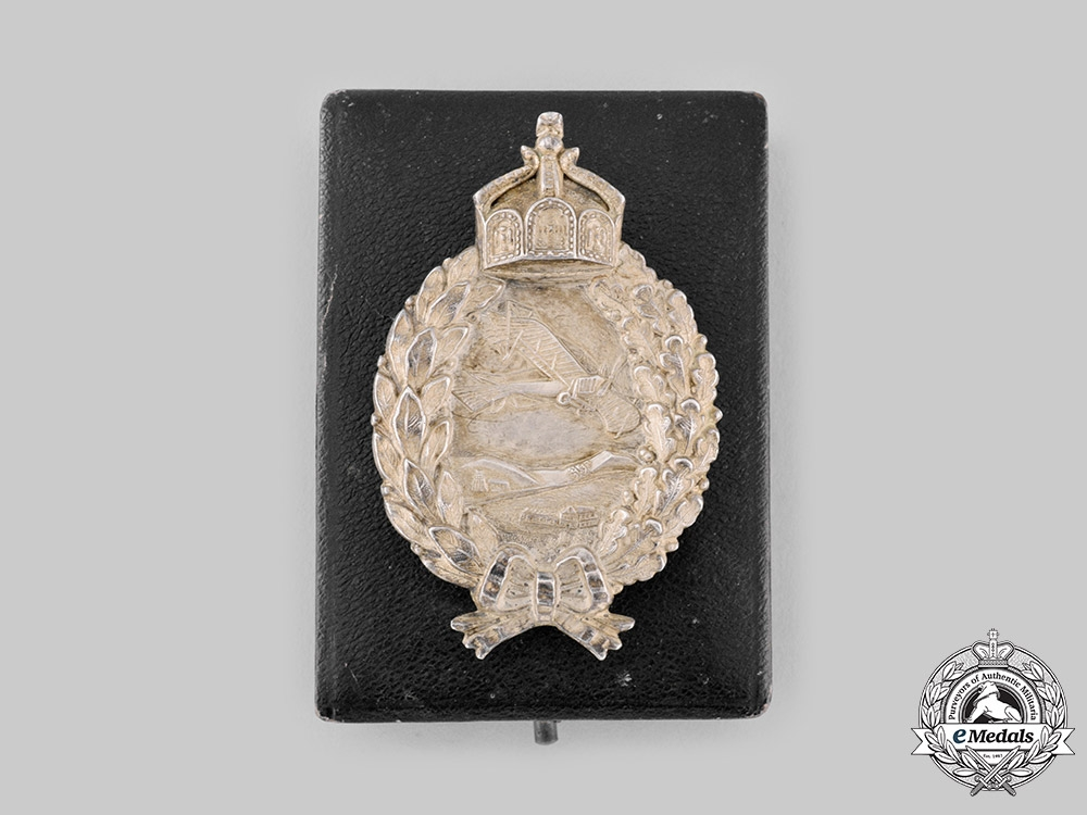 eMedals-Germany, Luftstreitkräfte. A Prussian Pilot's Badge, with Case by C.E. Juncker