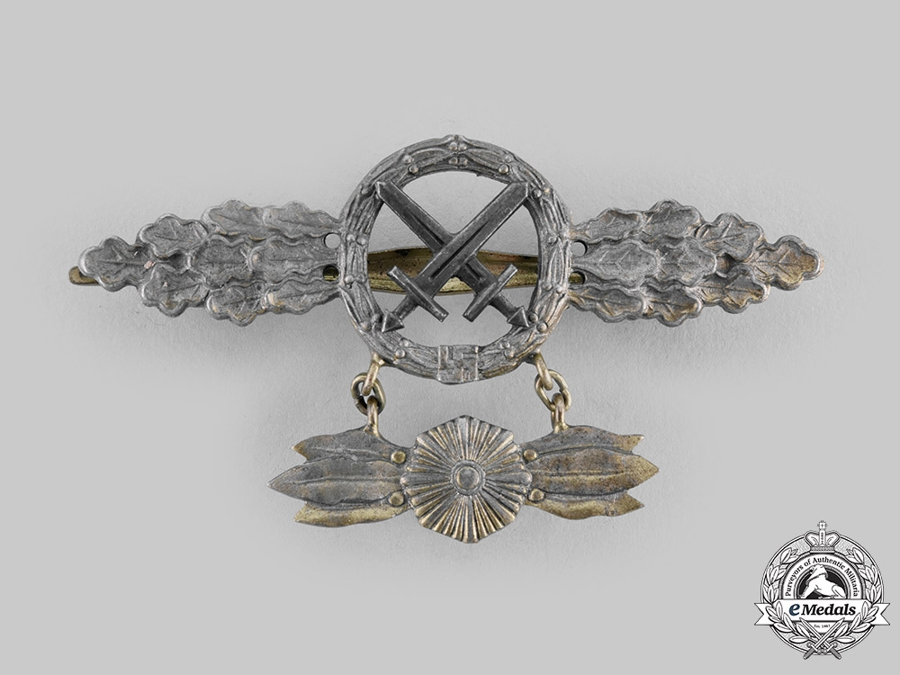 eMedals-Germany, Luftwaffe. An Air-to-Ground Support Squadron Clasp, Gold Grade with Star Pendant