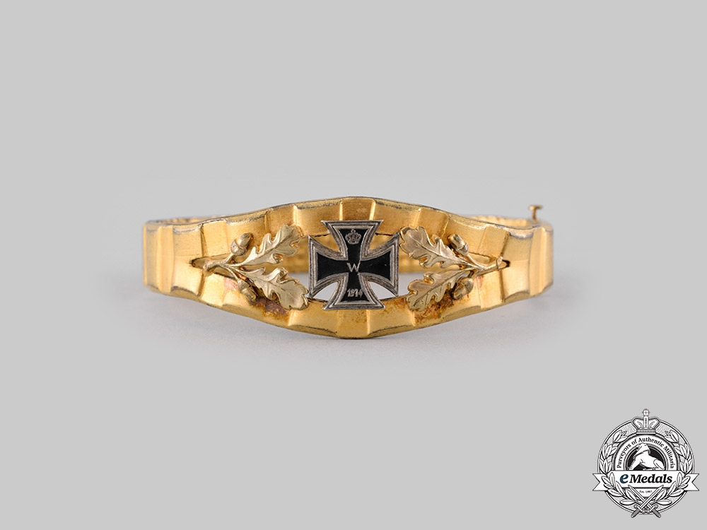eMedals-Germany, Imperial. A First War Trench Art Bracelet