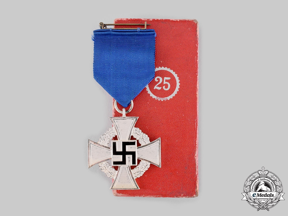 eMedals-Germany, Third Reich. A Civil Service 25-Year Faithful Service Cross, with Case, by Wächtler & Lange