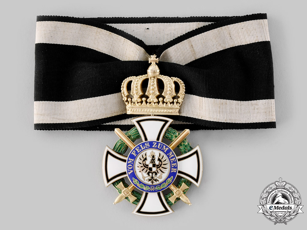 eMedals-Prussia, Kingdom. A House Order of Hohenzollern, Commander's Cross with Swords, c.1914