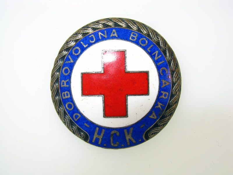 eMedals-Volunteer Red Cross Nurse Badge 1941-45