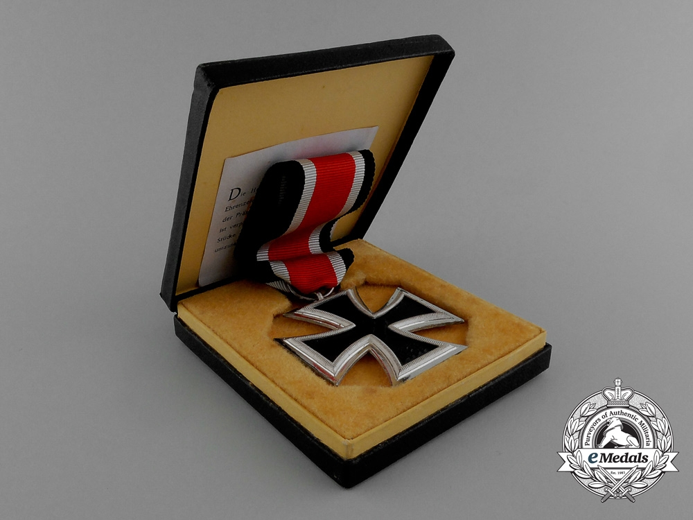 eMedals-A Mint Iron Cross 1939 Second Class in its Original LDO Case of Issue