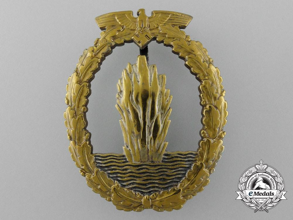 eMedals-A Fine Quality Early War Kriegsmarine Minesweeper War Badge