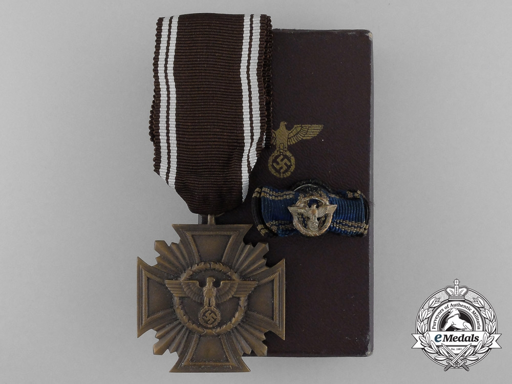 eMedals-A Mint NSDAP Bronze 10-Year (3rd Class) Long Service Award in Case of Issue By Wilhelm Deumer