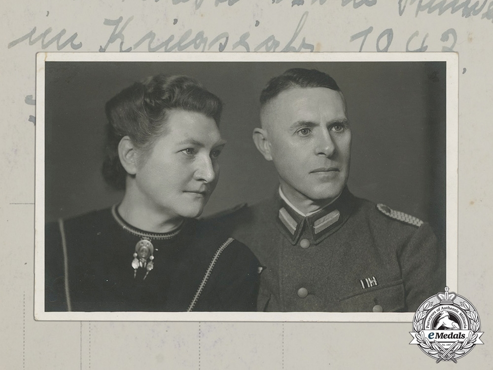 eMedals-Germany, Heer. A Wartime Photo of a Sonderführer and Wife