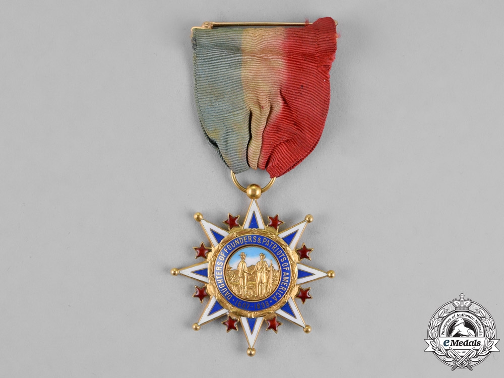 eMedals-United States. A Daughters of the Founders and Patriots of America Membership Badge in Gold