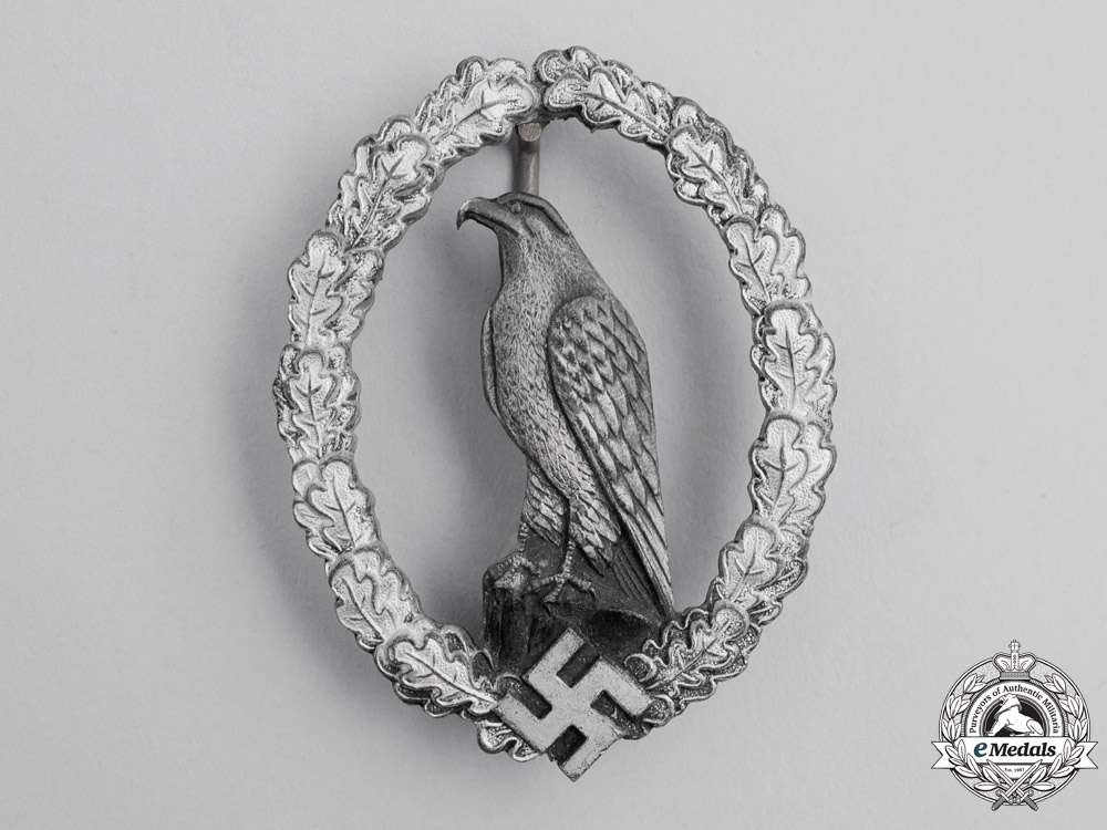 eMedals-Germany. A Scarce Retired Luftwaffe Pilot's Badge