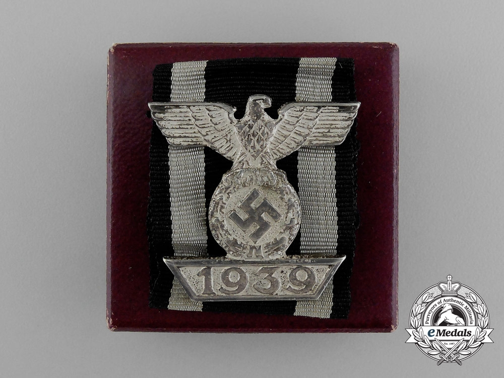 eMedals-A Fine Clasp to the Iron Cross 1939 Second Class; 2nd Type; in its Original LDO Box of Issue
