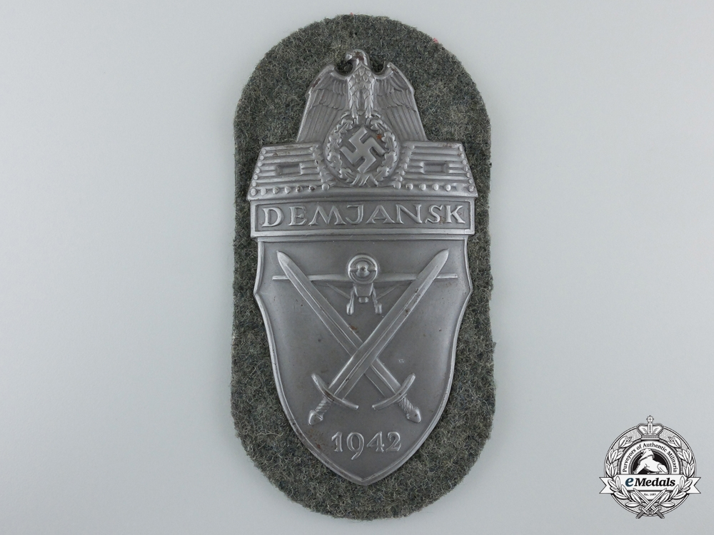 eMedals-An Army Issue Demjansk Shield